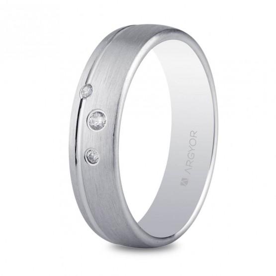 Anillo de matrimonio de plata 5,5mm con 3 circonitas (5755150N)