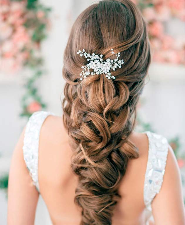 Peinados recogidos para boda en la playa